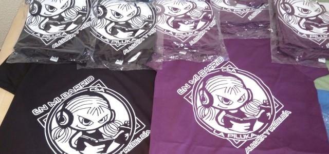 ¡Este año 2017 no lo vamos a acabar sin sacar un nuevo y mejorado diseño de camisetas de la Piluka!  Tenemos dos colores (Morado y Negro), y varias tallas […]